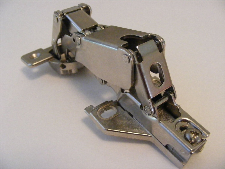 Ferrari 2t B112 3mm H3 Cabinet Hinge Plate PM1121FE25A Ferrari Part #